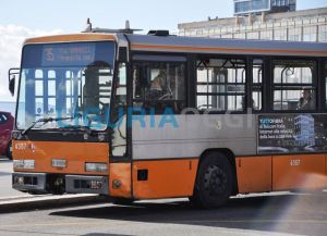 Disabile aggredito sull'autobus a Genova