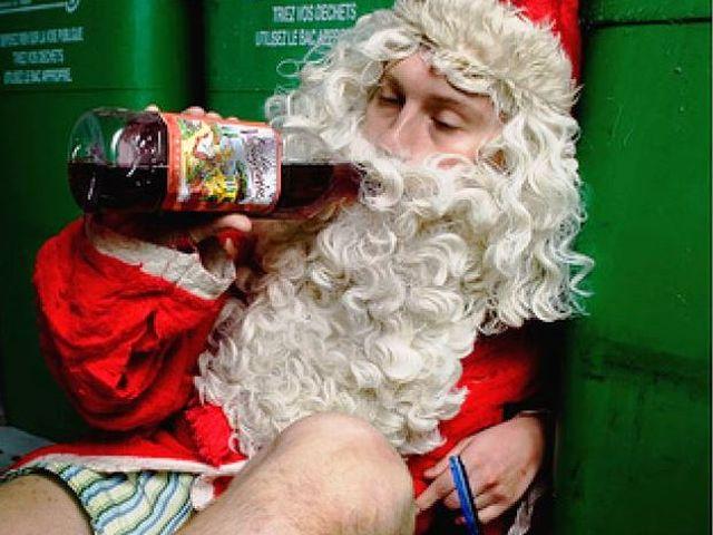 Prete nei guai per aver detto che Babbo Natale è solo un ubriacone