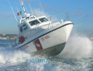 Genova – Vasta macchia di schiuma davanti a Multedo