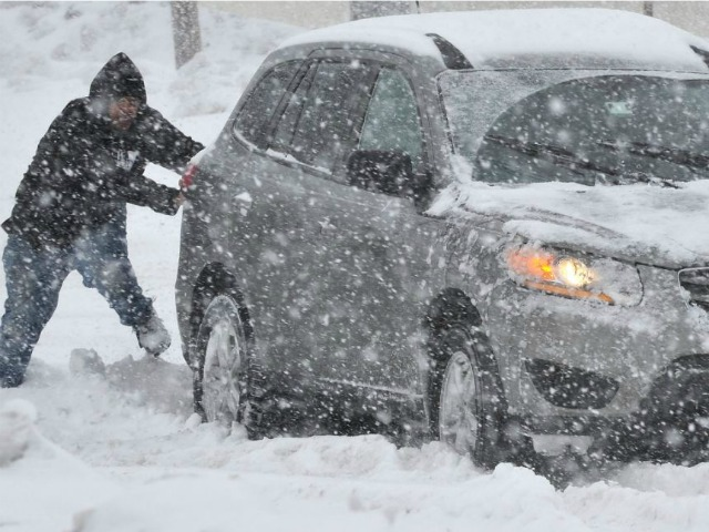 New York nella bufera di neve, 3 morti