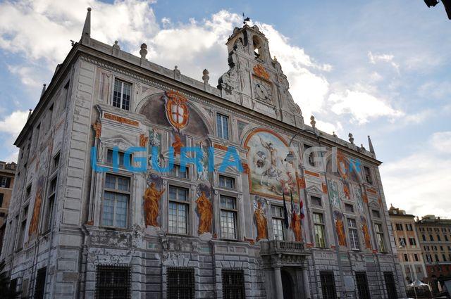 Nella foto, Palazzo San Giorgio
