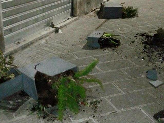 Vandali in azione in via della Maddalena