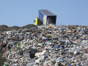 Emergenza rifiuti - La spazzatura di Genova a La Spezia a prezzo triplicato