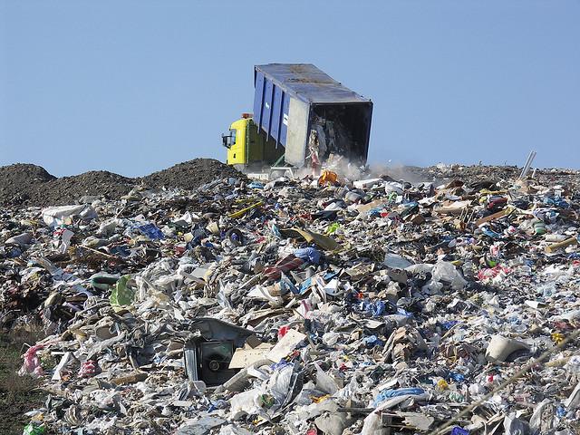 Genova in difficoltà con la spazzatura, la invierà a La Spezia e a Savona