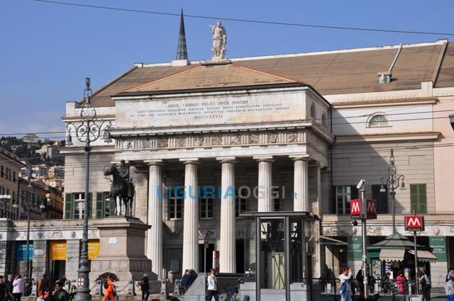 Cena di benvenuto per i profughi al Teatro Carlo Felice di Genova