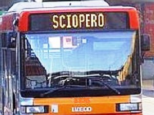 Tir perde gasolio sulla A10, uscita obbligatoria a Pietra Ligure