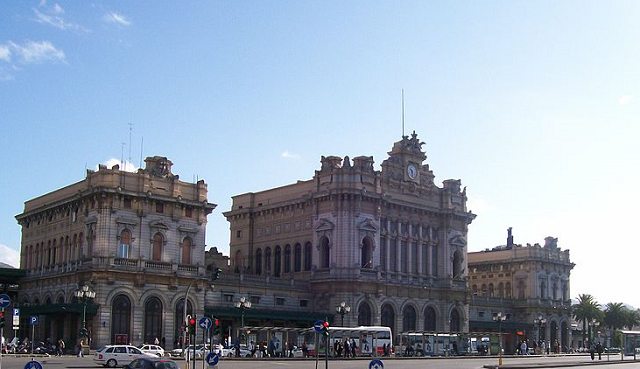 Genova Prè, poliziotto aggredito durante controllo antidroga. Arrestato un irregolare