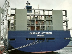 Nave portacontainer finisce sugli scogli, forse errore umano