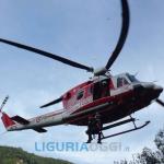 Auto finisce nel torrente Vara a Varese ligure