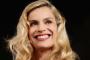 The Voice 2015 - Coach Roby Facchinetti cade dal palco: 2 fratture