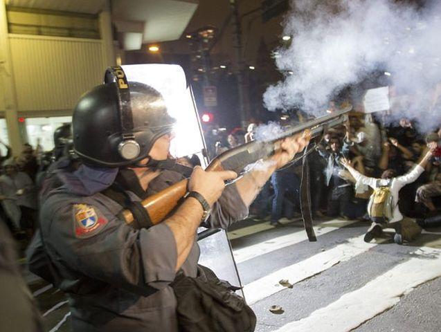 Brasile – Proiettili di gomma contro manifestanti, ferito giornalista