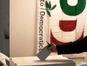 Primarie PD - Seggi aperti sino alle 20 per scegliere Emiliano, Orlando o Renzi