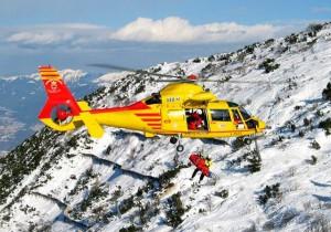 Alpinisti precipitano mentre scalano il Monte Bianco, gravi