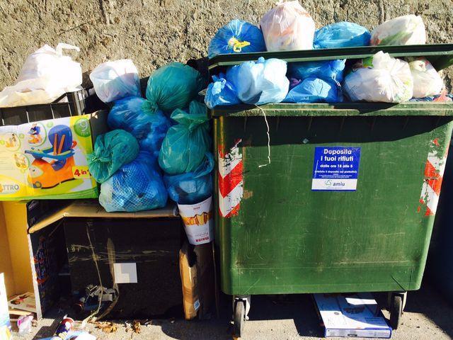 Napoli, neonato in un sacco della spazzatura salvato dalla Polizia