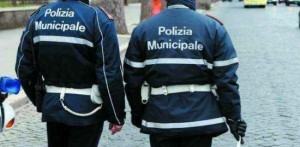 Vigili arrestano ambulante all'Expò