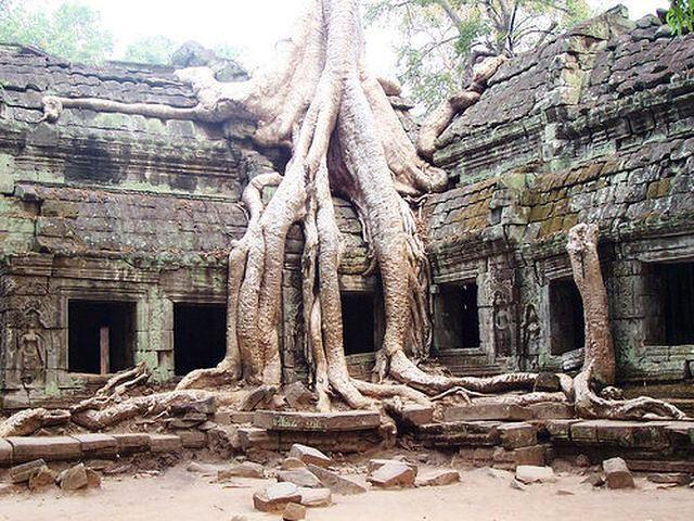 Nude tra i templi di Angkor, arrestate due turiste Usa