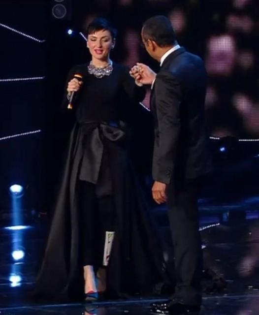 """Sanremo 2015 – Arisa è caduta dalle scale. Svelato il """"giallo"""" dell'incidente"""