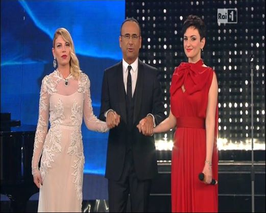 Festival di Sanremo 2015 – Arisa senza reggiseno criticata su Facebook
