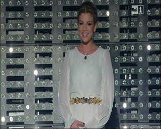 """Gossip Sanremo 2015 – Emma finalmente bellissima, i fans: """"Basta abiti orrendi"""""""