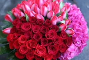 Mercato dei fiori in piena attività
