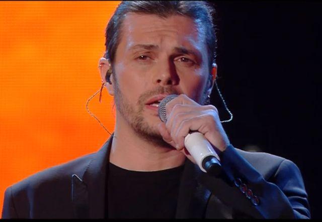 Sanremo 2015 – Gianluca Grignani canta Sogni Infranti