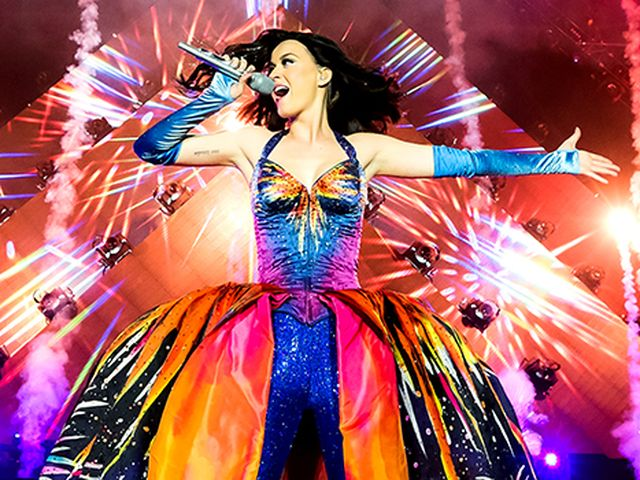 Katy Perry infiamma il pubblico nell'Half Time del Super Bowl – Video
