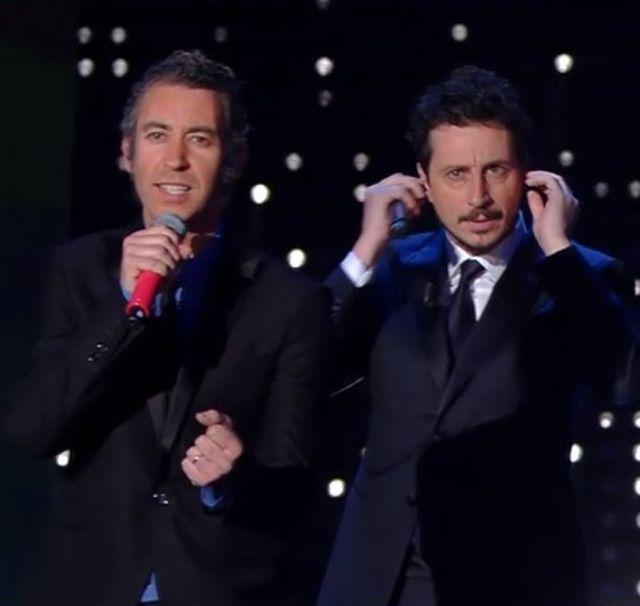 Sanremo 2015 – Luca e Paolo contro la commemorazione degli artisti morti