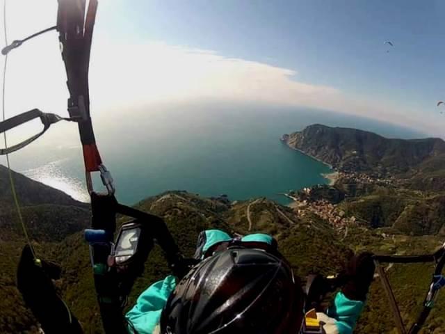 Monterosso ospita il raduno di Parapendio e Deltaplano