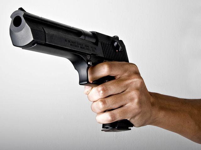 Brescia, uccide due imprenditori accusandoli di averlo rovinato. Killer in fuga