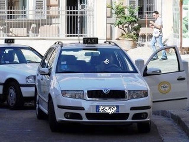 Sciopero dei taxi anche a Genova contro il Governo