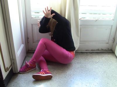 Genova – Picchiano 12enne e postano video su WhatsApp: denunciate ragazze di 16 e 17 anni