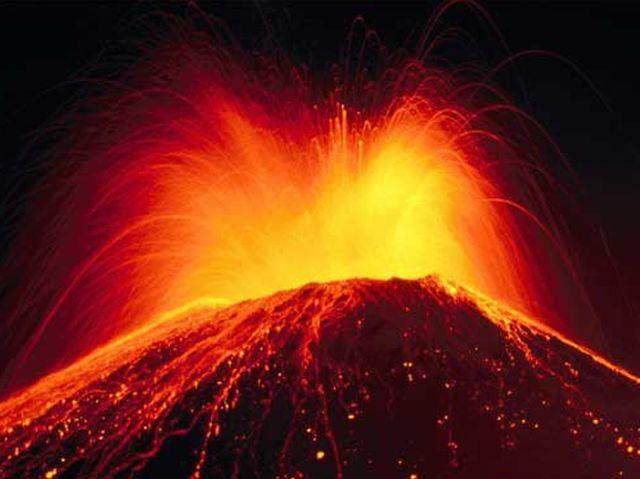 Vulcano Fuego inizia eruzione in Guatemala