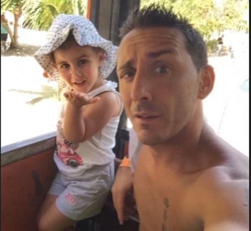 Gossip – Kekko Silvestre dei Modà papà innamorato della figlia Gioia (identica a lui)