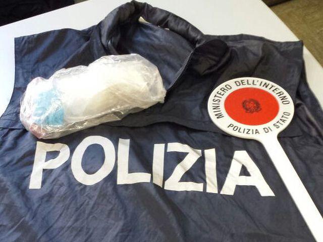 Genova – Girava con tre etti di marijuana nelle tasche, arrestato