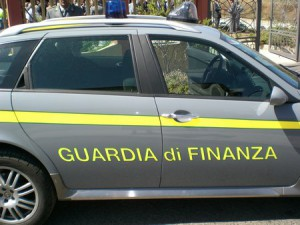 Fermato con un chilo di hashish in auto, arrestato