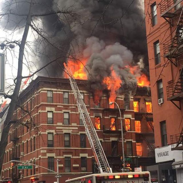 Incendio a New York, 19 feriti nell'East Village