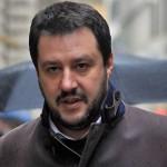 Matteo Salvini ad Ancona: Centri Sociali lanciano pomodori e fumogeni