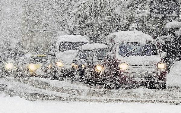 Allerta meteo neve, neve sul manto stradale in località Cannellona (Giovi)