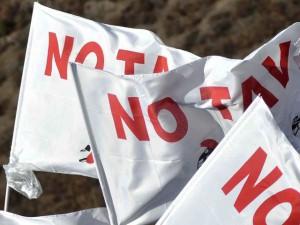 Bandiera No Tav al Comune di Genova