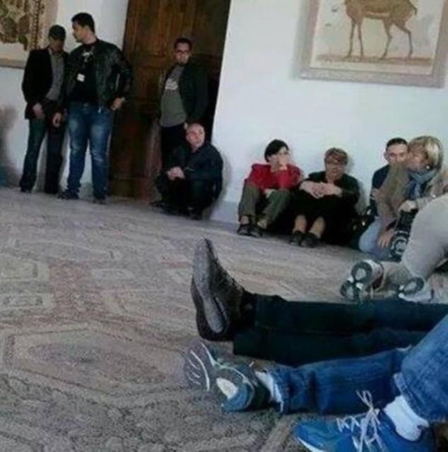 Genova, tunisini manifestano a De Ferrari contro attentato a Tunisi