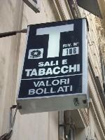 Napoli, rapina in tabaccheria: ferito titolare