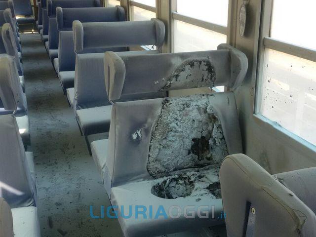 La Spezia – Treno dato alle fiamme tra Vernazza e Monterosso
