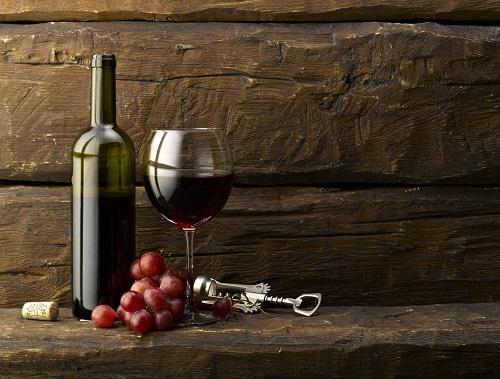 Salute – Alcolisti in calo per la crisi: vino costa troppo