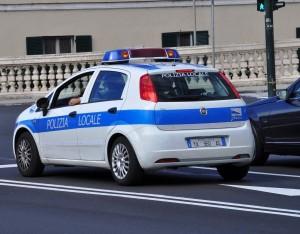 Castelletto - Cadono detriti da Villa Gruber, chiuso marciapiede