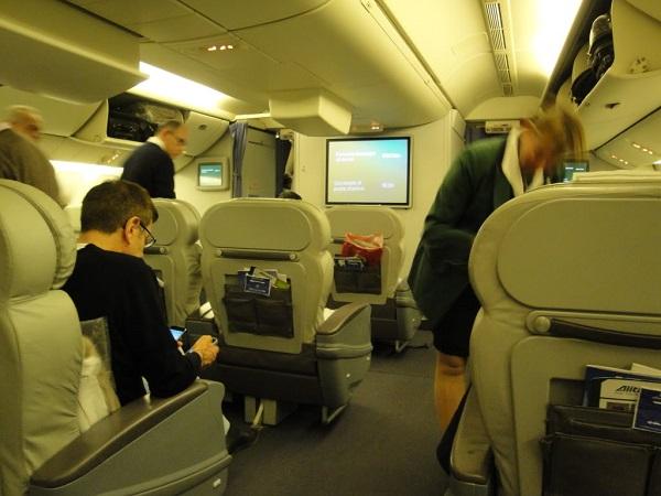Alitalia – Passeggero dimentica bagaglio su aereo: atterraggio d'emergenza