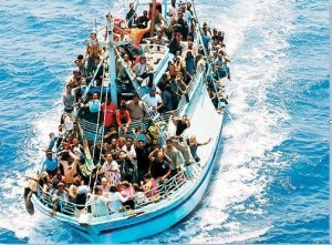 Migranti - La Guardia Costiera soccorre 131 migranti a largo della Libia. Altri 453 salvati ieri dalla Marina Militare