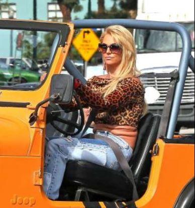 """Gossip – Britney Spears: pancetta imbarazzante in """"Pretty Girls"""" con Iggy Azalea"""