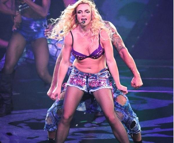 """Gossip – Britney Spears dà dello """"str***o"""" a fan maleducato durante concerto"""
