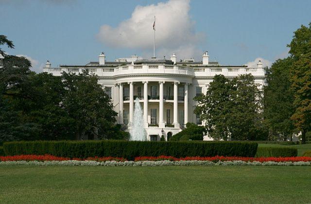Allarme bomba alla Casa Bianca, fermata un'auto sospetta