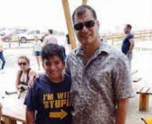 Epic fail del presidente Rafael Correa – Foto con t-shirt imbarazzante